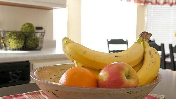 Fruchtfliegen beseitigen: Hausmittel gegen die Plagegeister