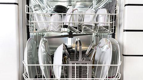 Wenn Haushaltsgeräte nicht richtig funktionieren, sind sie nicht immer gleich kaputt - wir verraten, was Sie dann tun können. - Foto: AndreyPopov / iStock