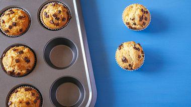 Eine Muffinform ist nicht nur zum Backen geeignet. - Foto: NatashaPhoto / iStock