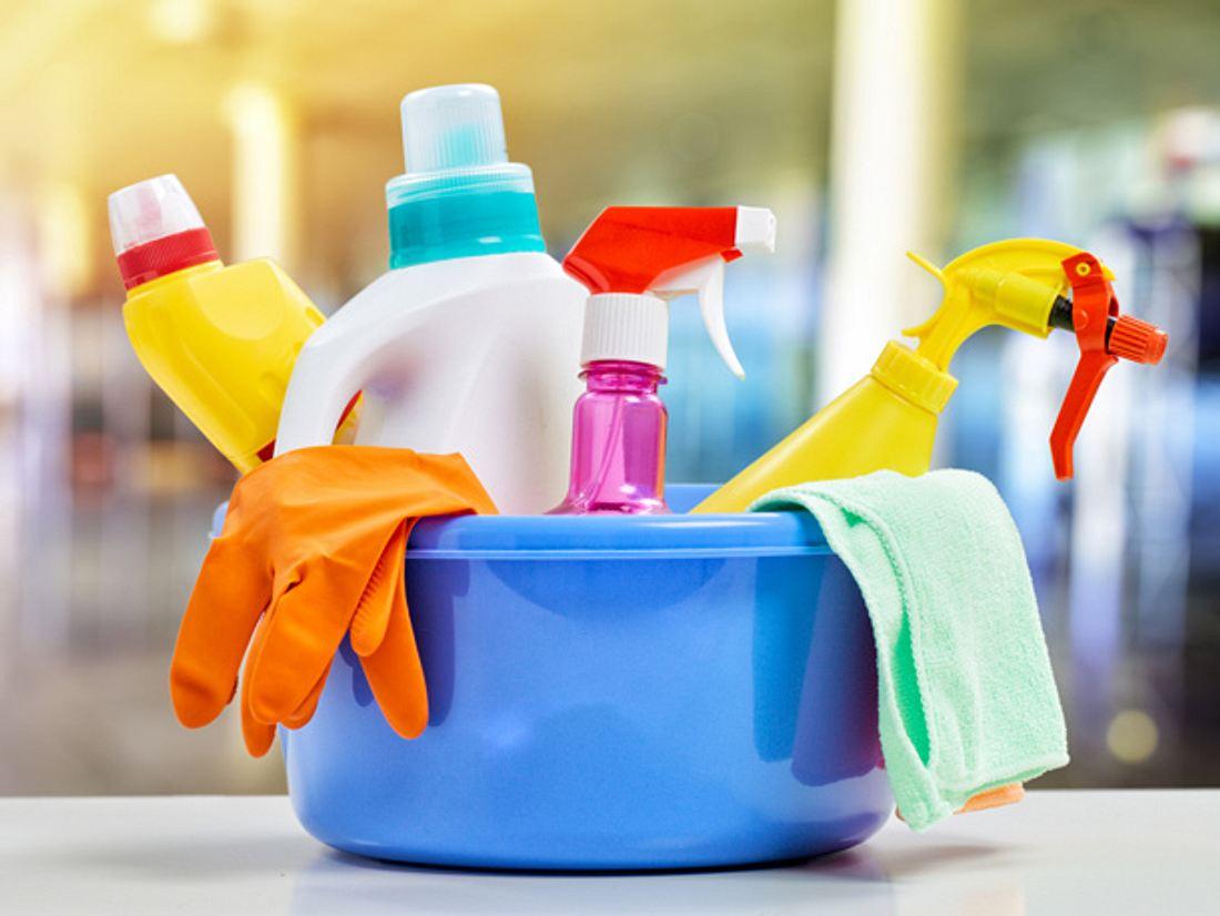 Werden verschiedene Reinigungsmittel miteinander vermischt oder kommen sie zur gleichen Zeit zum Einsatz, können sie gefährliche chemische Reaktionen hervorrufen.