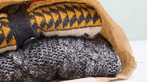 Was gilt es zu beachten, um Winterkleidung richtig einzulagern? - Foto: Sensay / iStock
