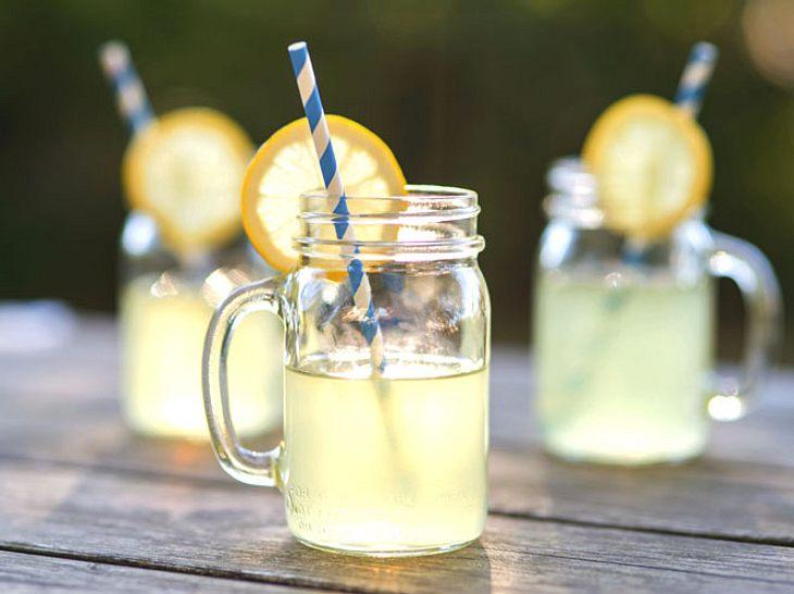 Um sich bei warmen Temperaturen abzukühlen, ist dieses Erfrischungsgetränk mit Ingwer ideal.
