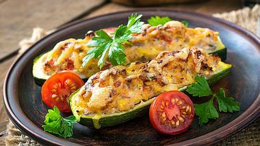 Gefüllte-Zucchini-Rezepte mit Hackfleisch, Hähnchen & vegetarisch