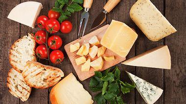 Welche internationalen Sorten eignen sich perfekt für eine Käseplatte? - Foto: IgorDutina / iStock