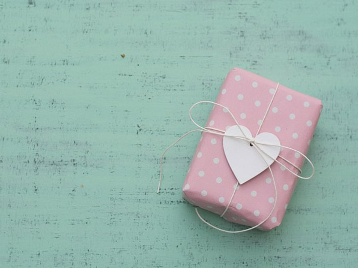 Probieren Sie es doch mal mit einem persönlichen Geschenk, das von Herzen kommt.