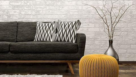 Ein Häkel-Pouf ist ein tolles Wohn-Accessoire.  - Foto: Scovad 7 / iStock