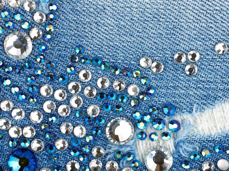 Textilien lassen sich leicht mit Strasssteinen aufpeppen.