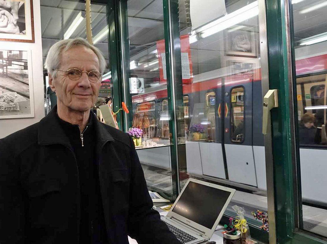 Christoph Busch in seinem Zuhörer-Kiosk.