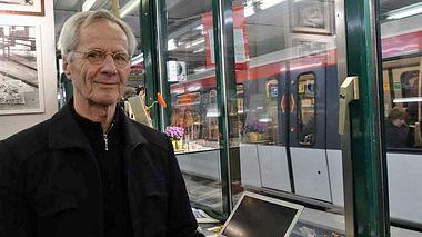 Christoph Busch in seinem Zuhörer-Kiosk. - Foto: Christoph Busch