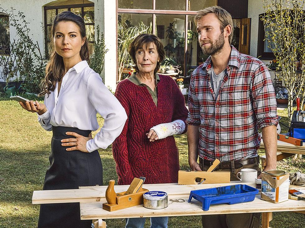 Henriette Richter-Röhl spielt mit Thekla Carola Wied in Zum Glück gibts Schreiner.