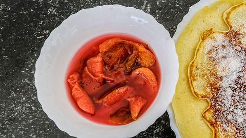 Zwetschkenröster ist eine beliebte Süßspeise aus Österreich.  - Foto: kmn-network  iStock
