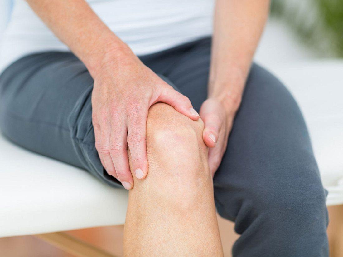 Zyste im Knie erkennen und behandeln